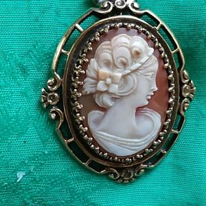 An Antique Stunninv 14k Gold Cameo 2 ""